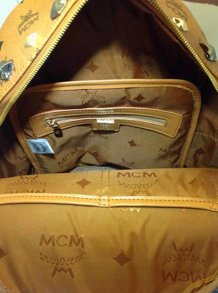 MCM双肩包 第2张